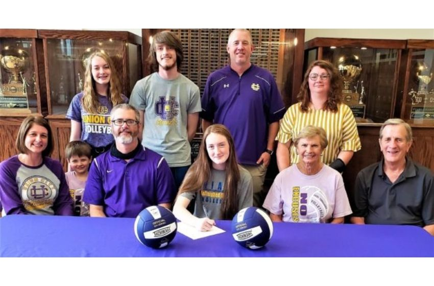 Suiter signs volleyball scholarship with North Iowa Area Community College; first ever UCHS volleyball college signee