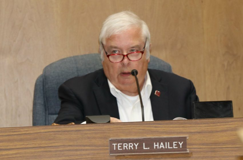 Union City Council Members Discuss Paving and City Beautiful
